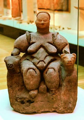 Seated Mother Goddess flanked by two lionesses from Çatalhöyük (Turkey), Neolithic age (about 6000-5500 BCE), today in Museum of Anatolian Civilizations in Ankara