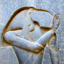 Jon Bodsworth: Figure of Thoth in Luxor, Egypt - ewigeweisheit.de